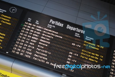 airport-display-panel-100153409