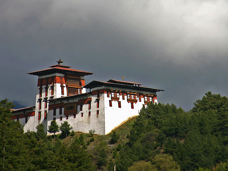 DirBit Travel Guide: Bhutan The Land of Roaring Dragon